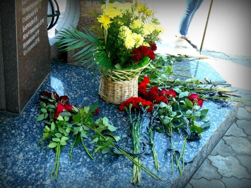 Сьогодні у Слов'янську вшанували пам'ять загиблих співробітників поліції, фото-4