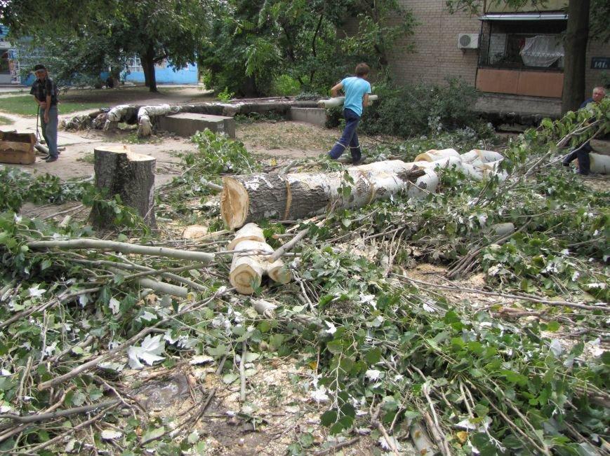 В Мелитополе из-за аварии на водопроводе два дома осталось без воды (фото), фото-1