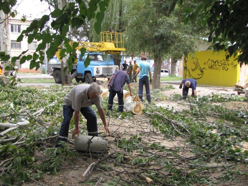 В Мелитополе из-за аварии на водопроводе два дома осталось без воды (фото), фото-4