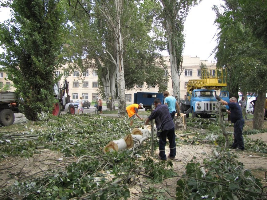 В Мелитополе из-за аварии на водопроводе два дома осталось без воды (фото), фото-2