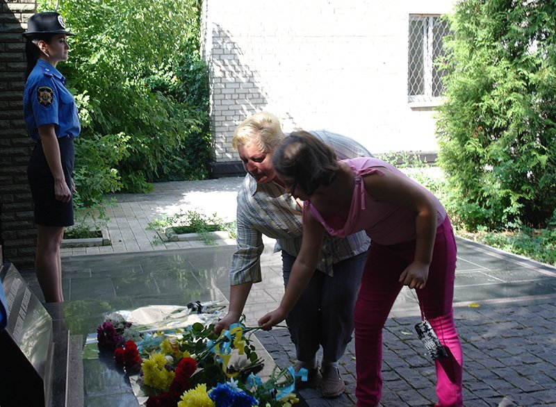 В Бахмуте почтили память погибших правоохранителей, фото-4