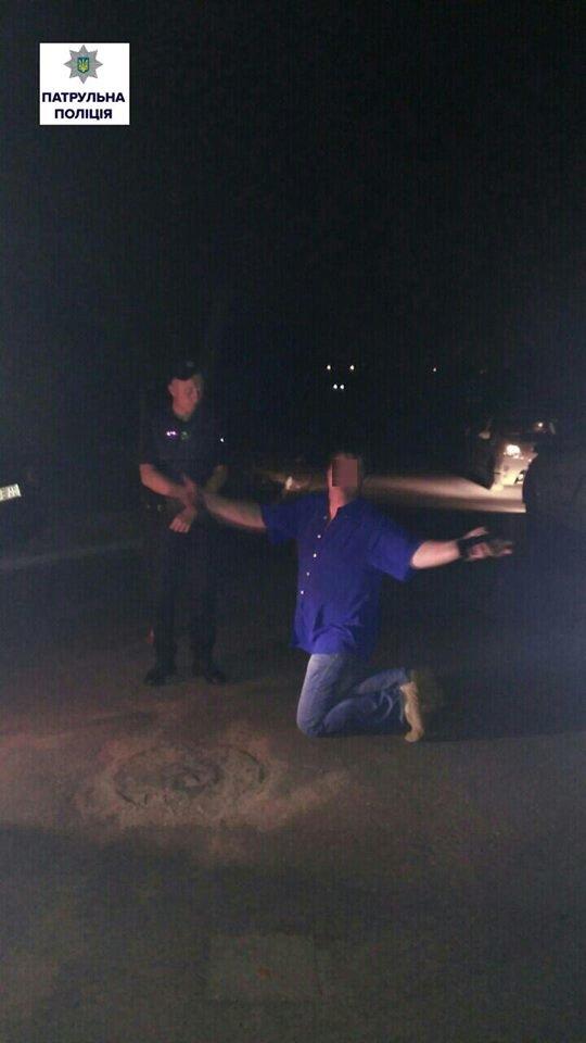Убегая от патрульных, нетрезвый водитель въехал в столб (ФОТО), фото-1