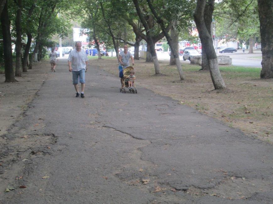 В Одессе пенсионеры жалуются на разбитую улицу (ФОТО), фото-12