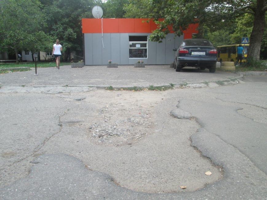 В Одессе пенсионеры жалуются на разбитую улицу (ФОТО), фото-11