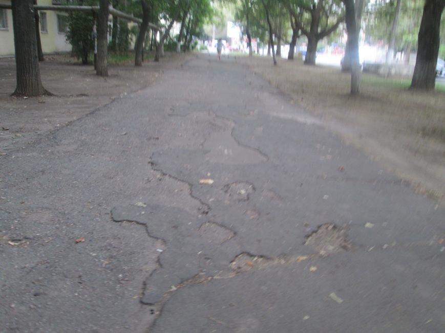 В Одессе пенсионеры жалуются на разбитую улицу (ФОТО), фото-13