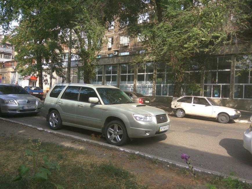 В центре Мариуполя копы задержали мужчину (ФОТО+ВИДЕО), фото-3