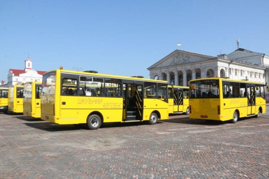 Школьники Черниговщины получили новые автобусы, фото-1