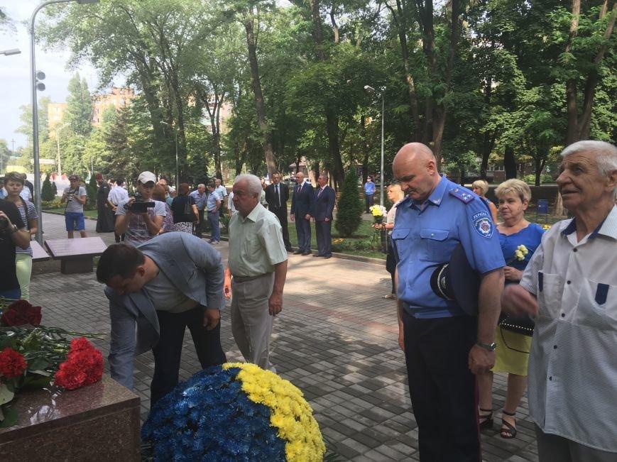В День Государственного флага в Кривом Роге почтили память бойцов, погибших за Независимость Украины (ФОТО), фото-8
