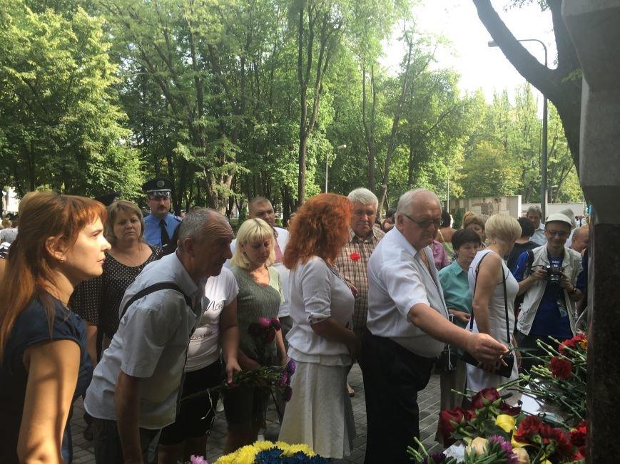В День Государственного флага в Кривом Роге почтили память бойцов, погибших за Независимость Украины (ФОТО), фото-14