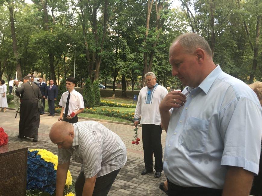 В День Государственного флага в Кривом Роге почтили память бойцов, погибших за Независимость Украины (ФОТО), фото-7