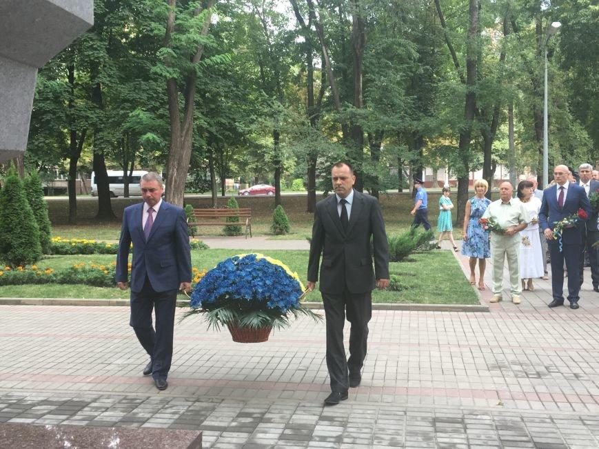 В День Государственного флага в Кривом Роге почтили память бойцов, погибших за Независимость Украины (ФОТО), фото-2