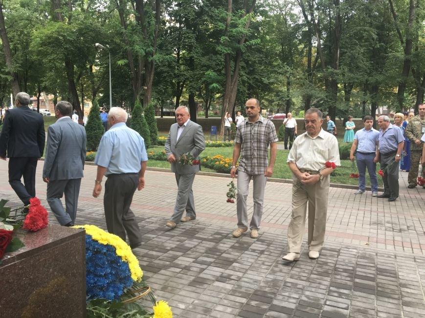 В День Государственного флага в Кривом Роге почтили память бойцов, погибших за Независимость Украины (ФОТО), фото-4