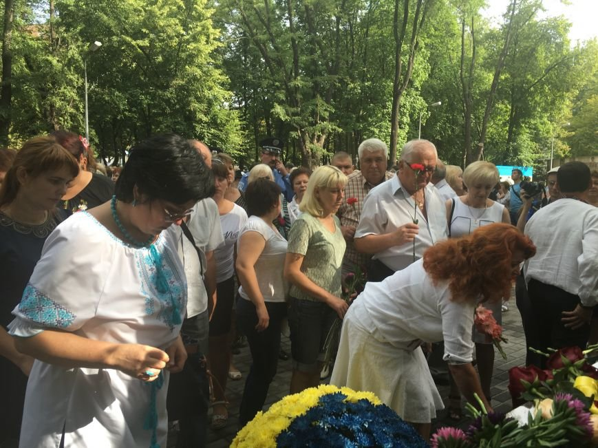 В День Государственного флага в Кривом Роге почтили память бойцов, погибших за Независимость Украины (ФОТО), фото-13