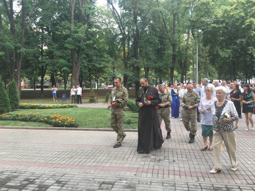 В День Государственного флага в Кривом Роге почтили память бойцов, погибших за Независимость Украины (ФОТО), фото-5