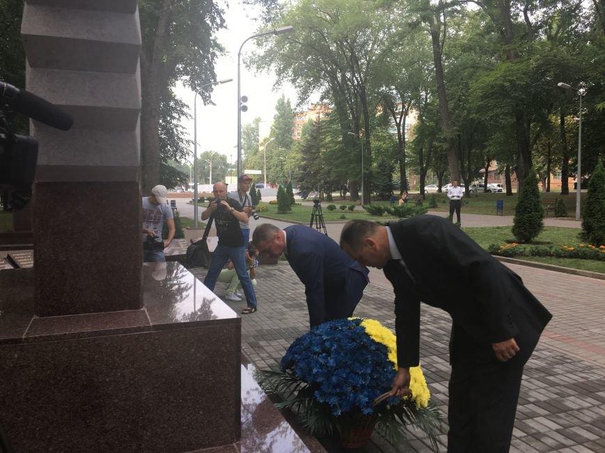 В День Государственного флага в Кривом Роге почтили память бойцов, погибших за Независимость Украины (ФОТО), фото-3