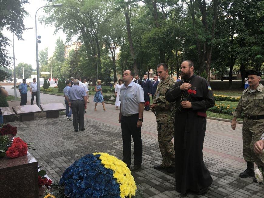 В День Государственного флага в Кривом Роге почтили память бойцов, погибших за Независимость Украины (ФОТО), фото-6