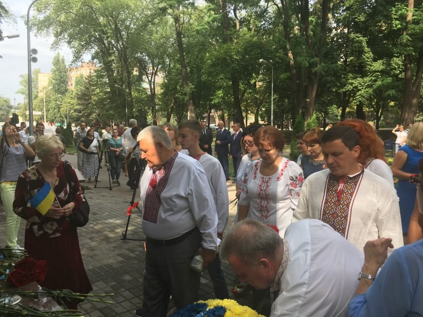 В День Государственного флага в Кривом Роге почтили память бойцов, погибших за Независимость Украины (ФОТО), фото-12