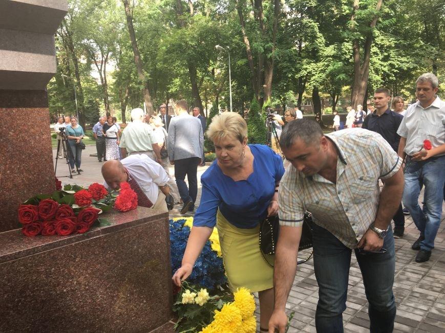 В День Государственного флага в Кривом Роге почтили память бойцов, погибших за Независимость Украины (ФОТО), фото-10