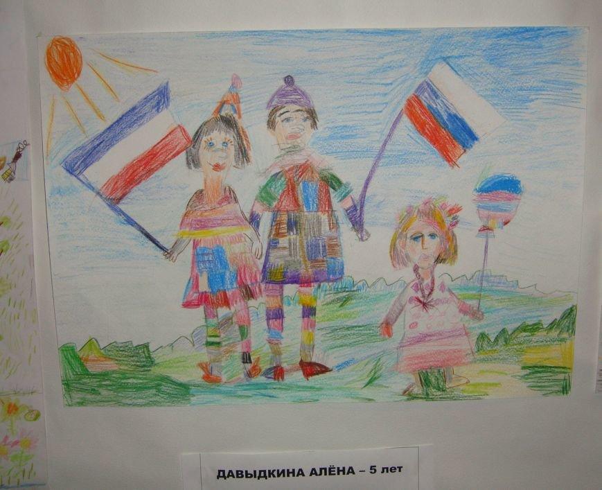Ко Дню Российского Флага в библиотеке Воронцовского дворца открылась выставка рисунков, фото-4