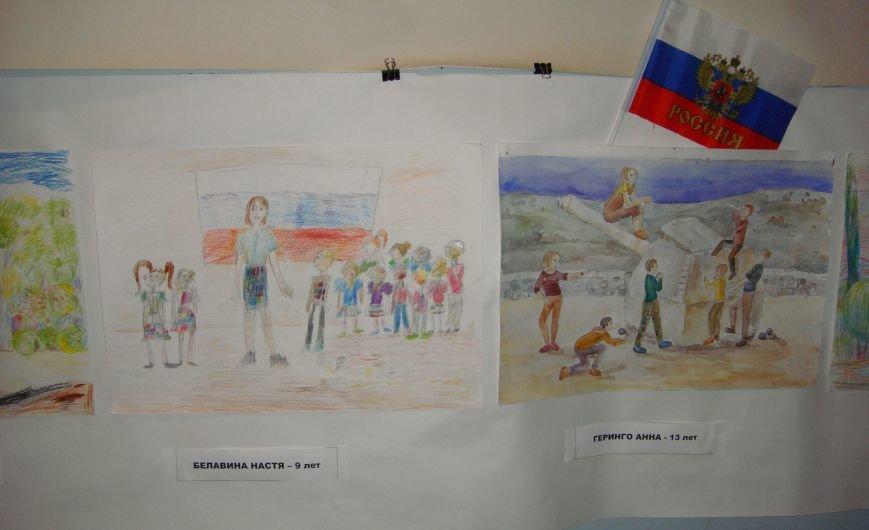 Ко Дню Российского Флага в библиотеке Воронцовского дворца открылась выставка рисунков, фото-2