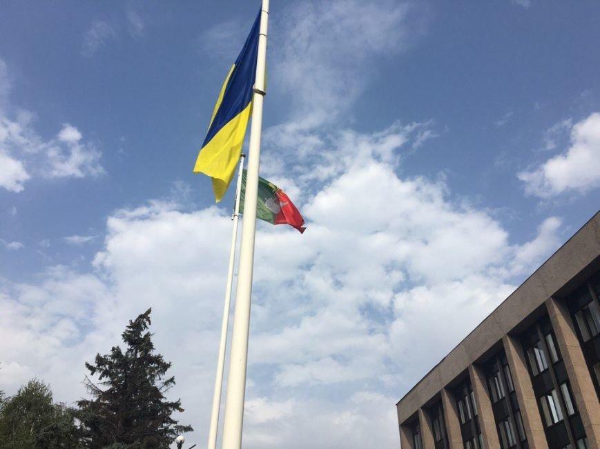 В Кривом Роге торжественно подняли Государственный Флаг Украины (ФОТО), фото-12