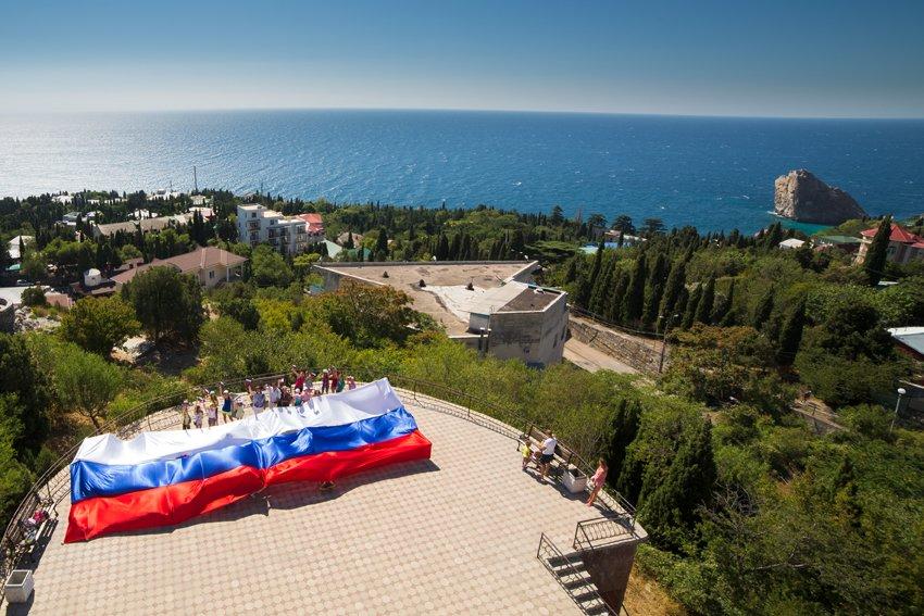 В Симеизе прошел флешмоб, посвященный дню Государственного флага, фото-2