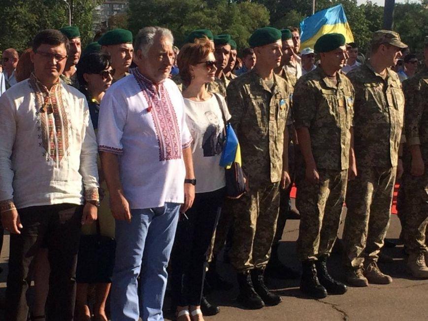 В Мариуполе губернатор поднял Государственный флаг Украины (ФОТО, ВИДЕО), фото-2