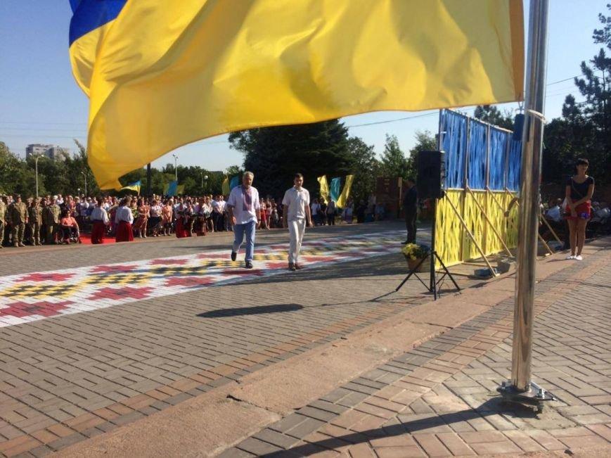 В Мариуполе губернатор поднял Государственный флаг Украины (ФОТО, ВИДЕО), фото-7