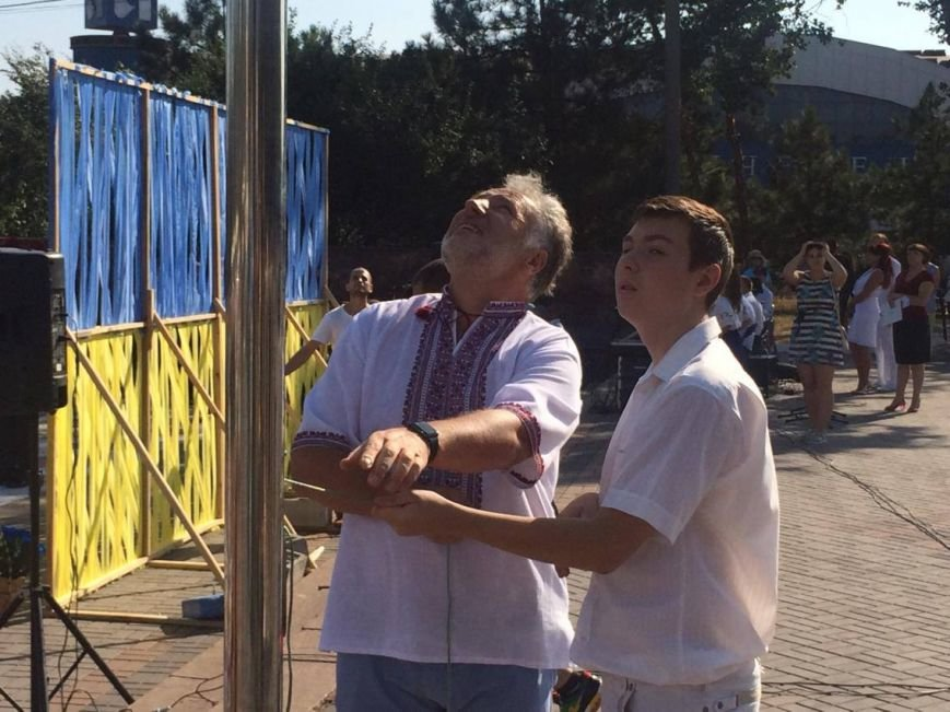 В Мариуполе губернатор поднял Государственный флаг Украины (ФОТО, ВИДЕО), фото-8