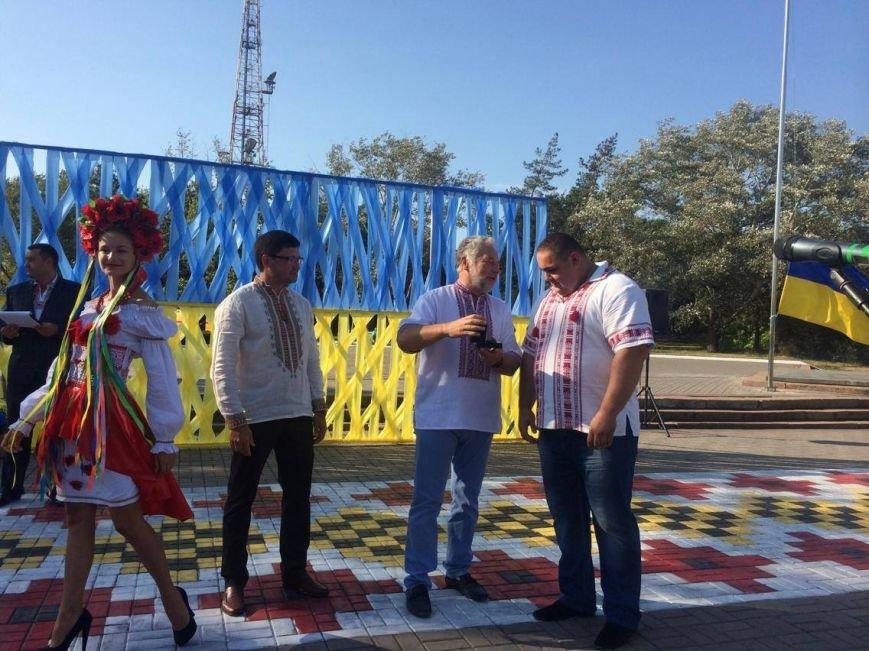 В Мариуполе губернатор поднял Государственный флаг Украины (ФОТО, ВИДЕО), фото-10