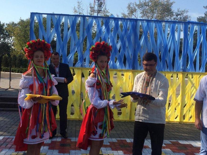 В Мариуполе губернатор поднял Государственный флаг Украины (ФОТО, ВИДЕО), фото-11