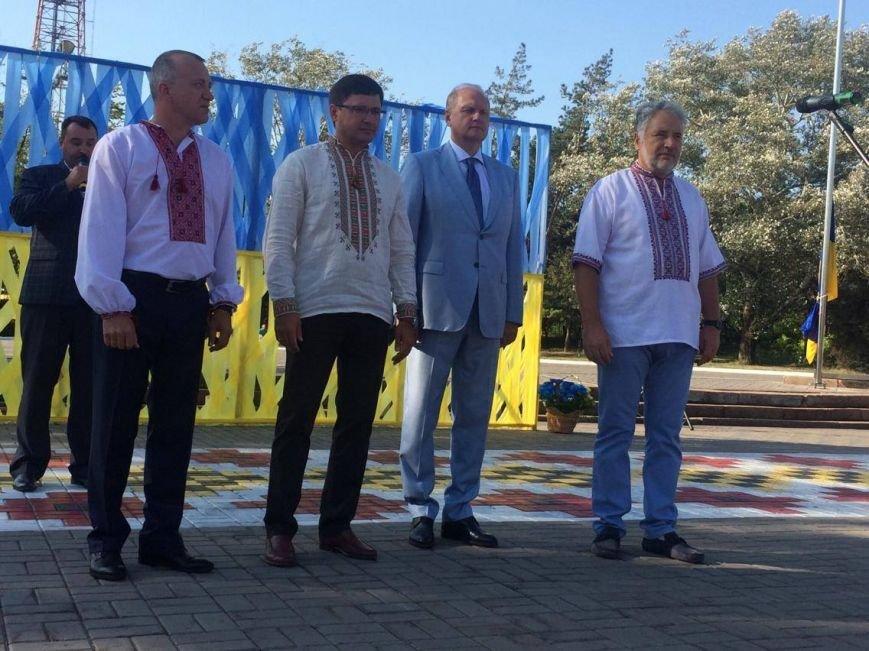В Мариуполе губернатор поднял Государственный флаг Украины (ФОТО, ВИДЕО), фото-3
