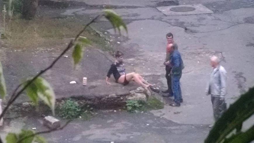 Тернополян шокувала пара, яка зайнялася сексом на асфальті в центрі міста (Фото)  C369410f1ff61d5c83ae040c454ce910