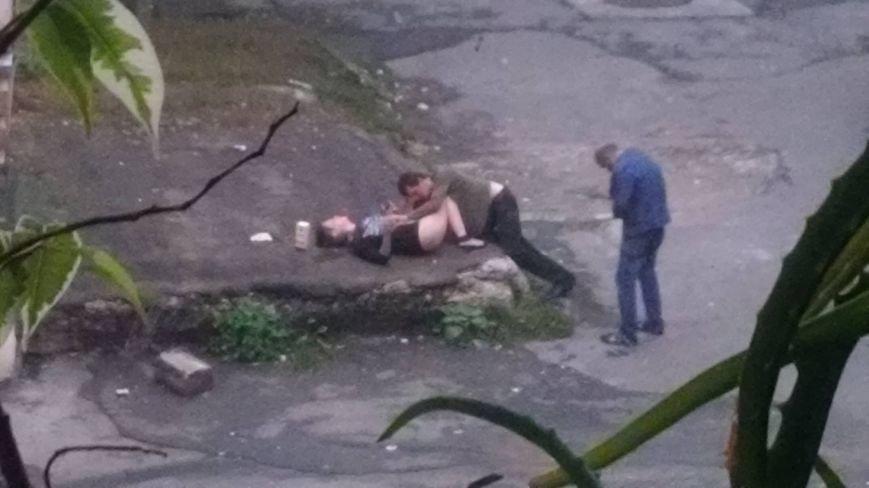 Тернополян шокувала пара, яка зайнялася сексом на асфальті в центрі міста (Фото)  E80977479b22b5ad622522a47a96d023