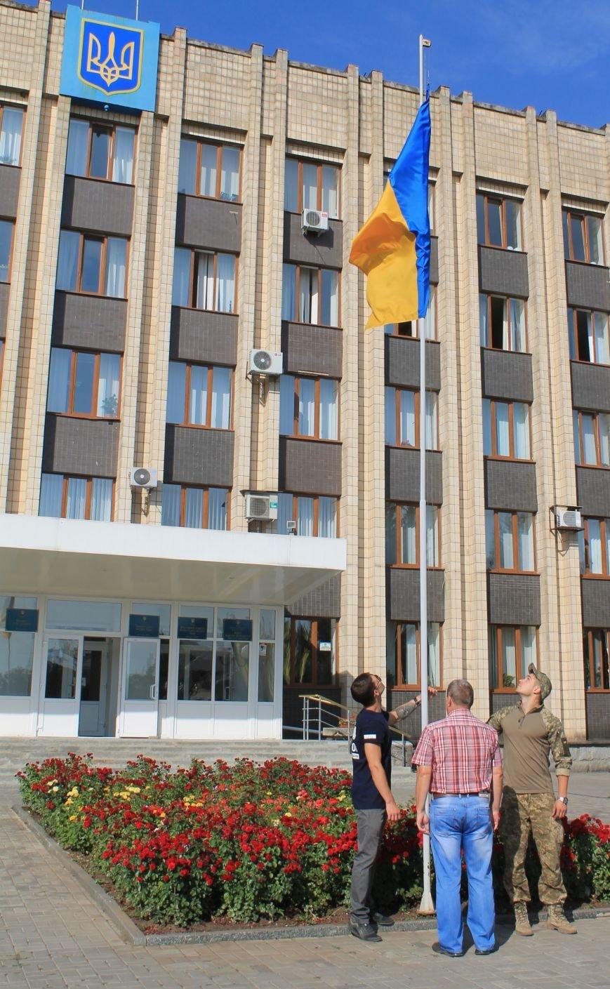 В Бахмуте подняли Государственный флаг (ФОТО), фото-4