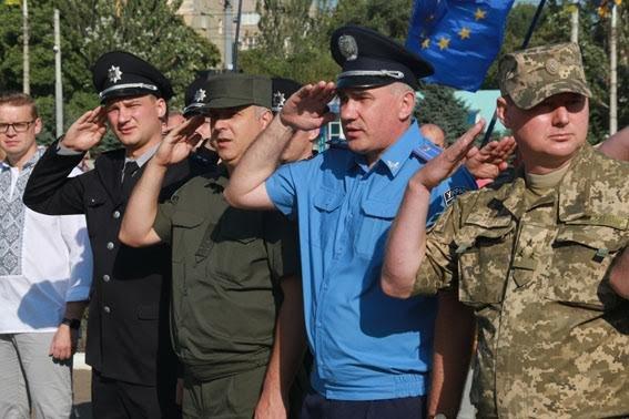Полицейские всей Донетчины торжественно подняли Государственный флаг (ФОТО), фото-3