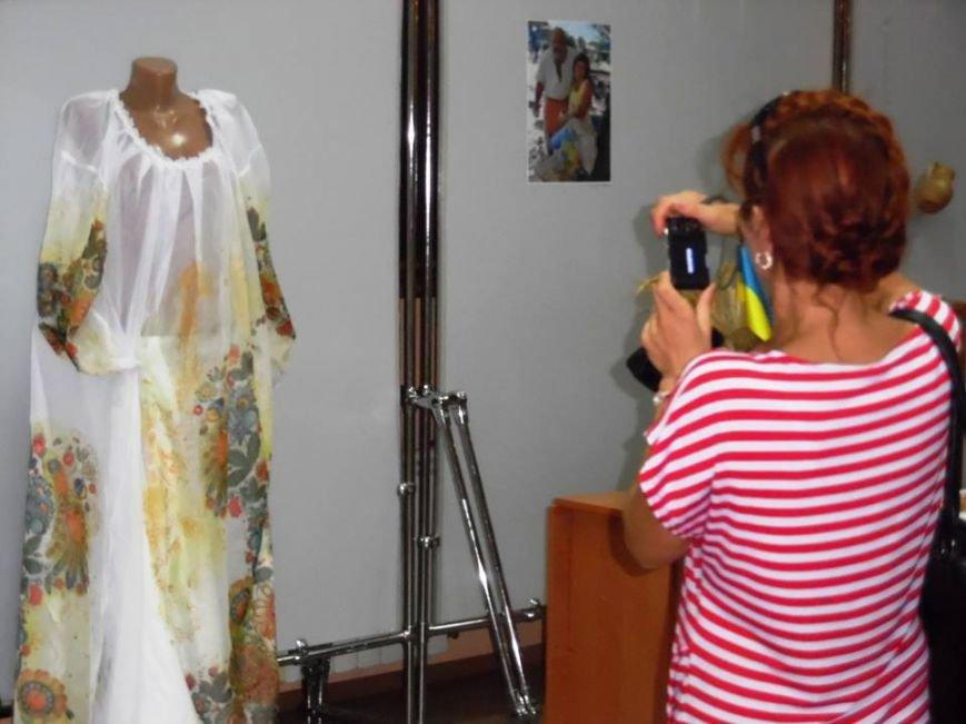 Демонстрация оригинальной национальной одежды прошла в Бердянском художественном музее, фото-2