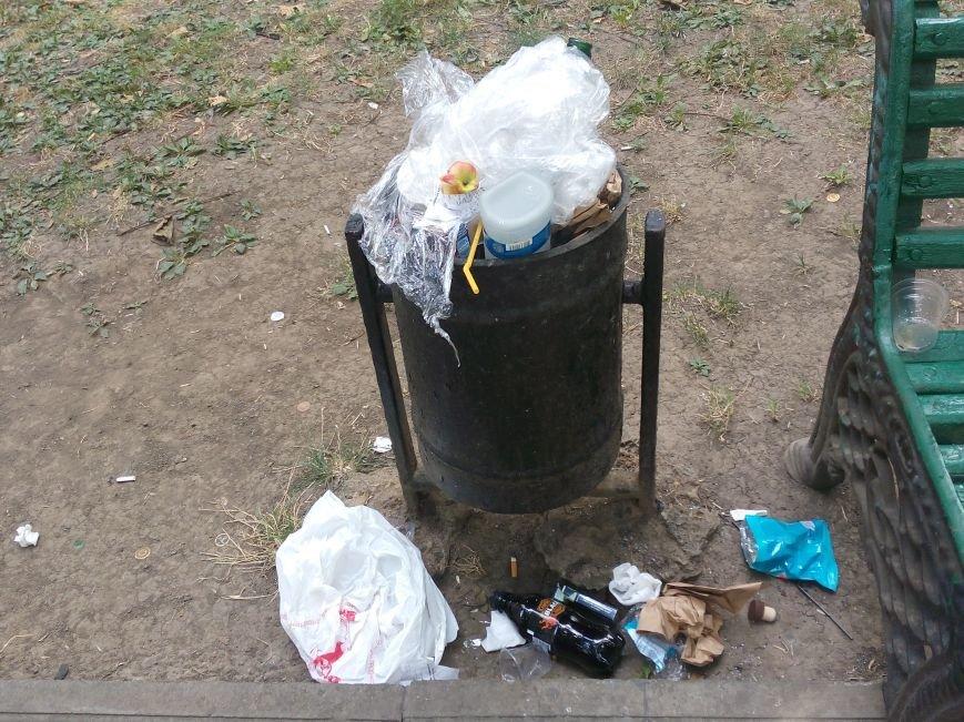 Красоту исторического одесского сквера не разглядеть под слоем мусора (ФОТО), фото-7