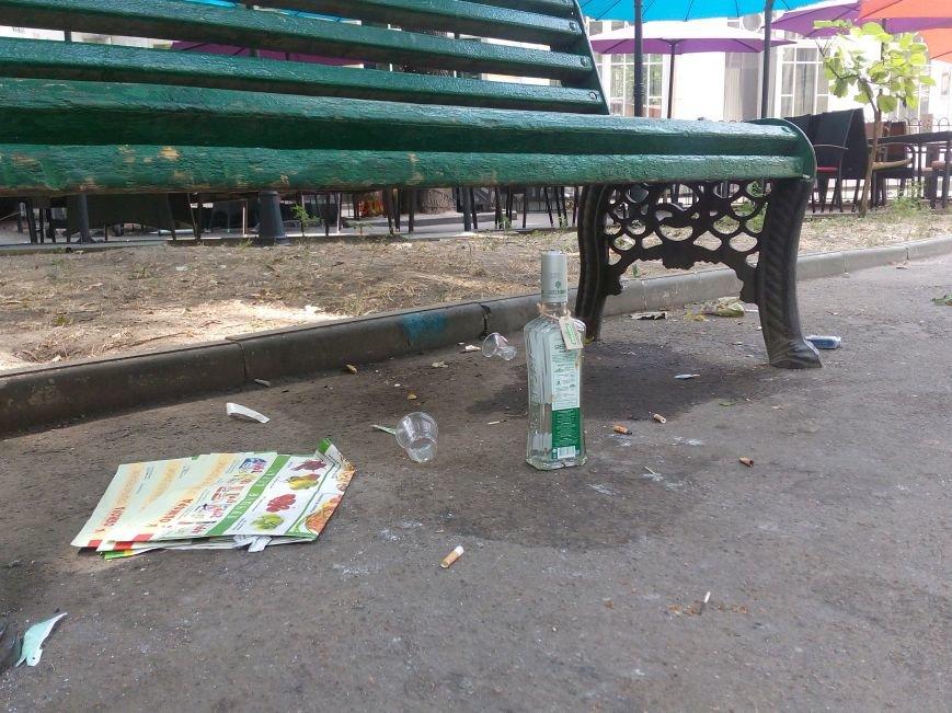 Красоту исторического одесского сквера не разглядеть под слоем мусора (ФОТО), фото-2
