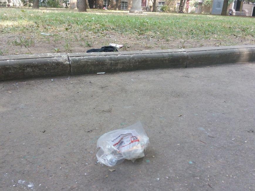 Красоту исторического одесского сквера не разглядеть под слоем мусора (ФОТО), фото-4