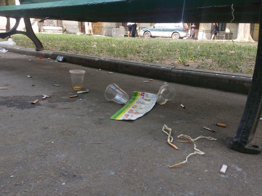 Красоту исторического одесского сквера не разглядеть под слоем мусора (ФОТО), фото-3