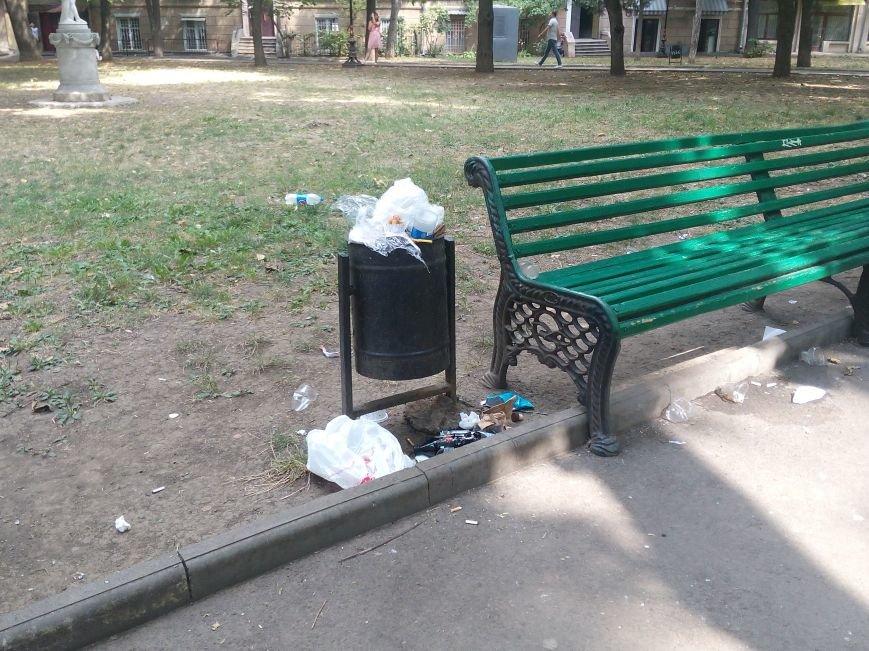 Красоту исторического одесского сквера не разглядеть под слоем мусора (ФОТО), фото-6