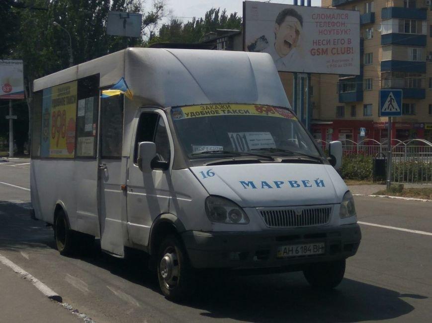 В Мариуполе водителей маршруток не выпускали на линию без флага Украины (ФОТОФАКТ), фото-1