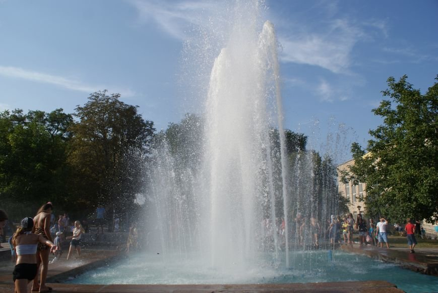 В Южном районе Каменского запустили фонтан с новой зоной отдыха, фото-5