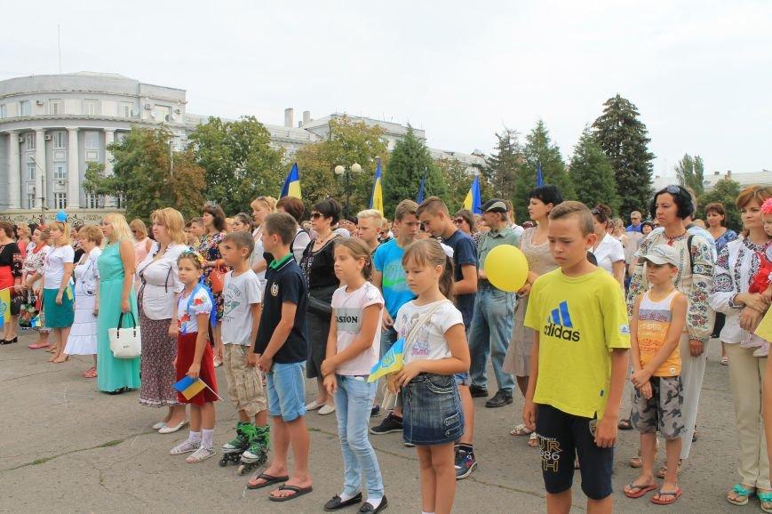 День независимости Украины бахмутчане начали с исполнения гимна и почтили память погибших героев (ФОТО), фото-9