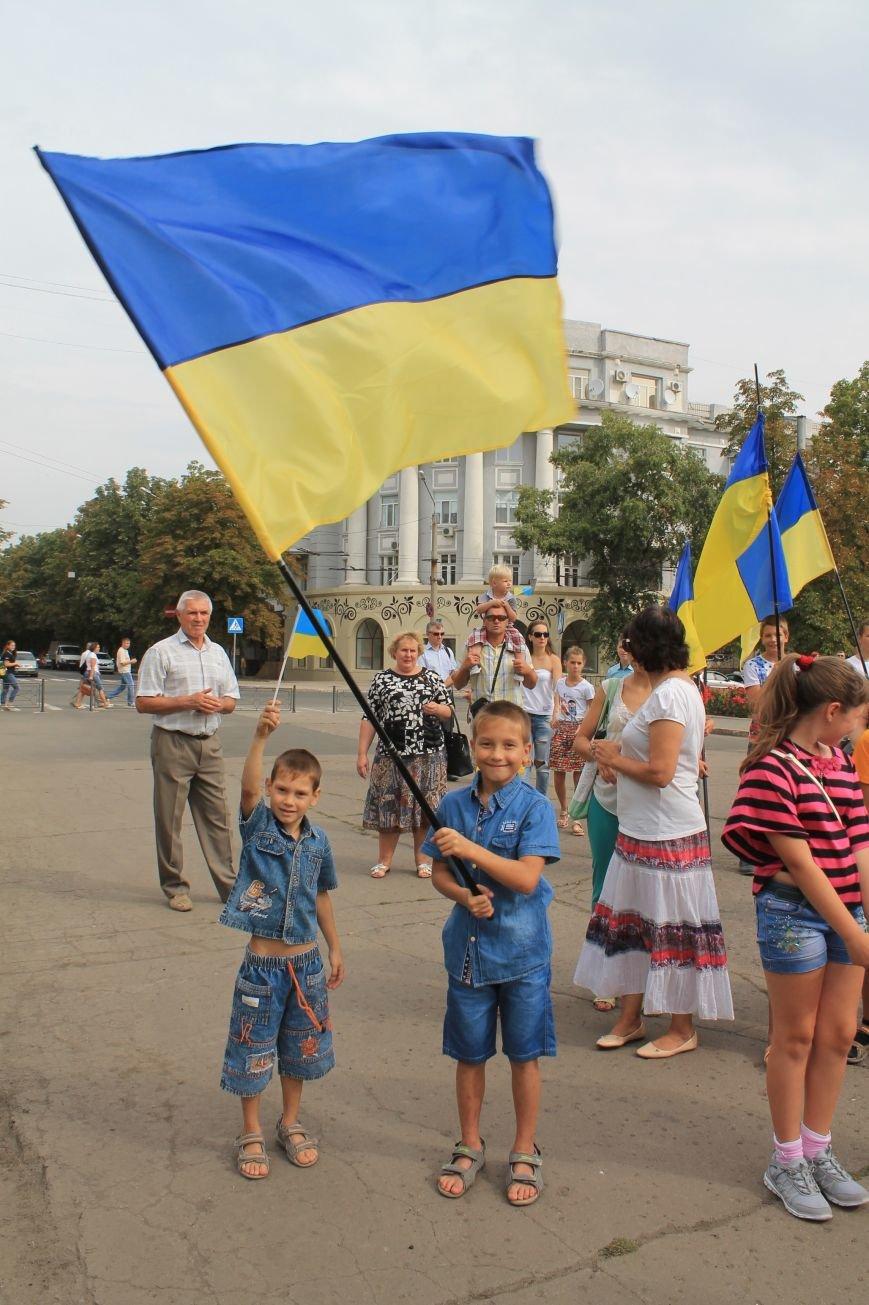 День независимости Украины бахмутчане начали с исполнения гимна и почтили память погибших героев (ФОТО), фото-11