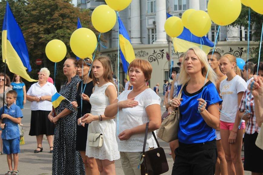 День независимости Украины бахмутчане начали с исполнения гимна и почтили память погибших героев (ФОТО), фото-4