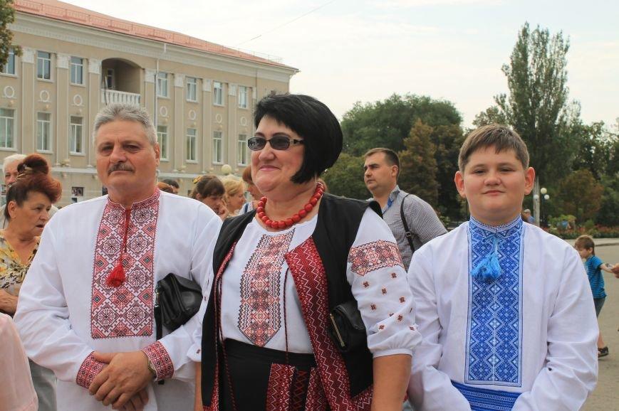 День независимости Украины бахмутчане начали с исполнения гимна и почтили память погибших героев (ФОТО), фото-12
