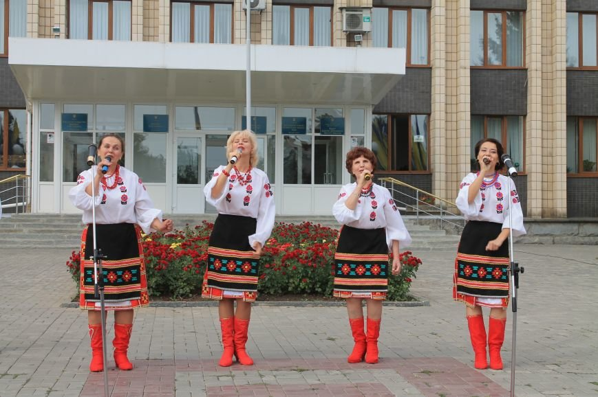 День независимости Украины бахмутчане начали с исполнения гимна и почтили память погибших героев (ФОТО), фото-10