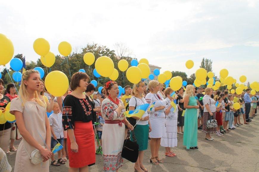 День независимости Украины бахмутчане начали с исполнения гимна и почтили память погибших героев (ФОТО), фото-6